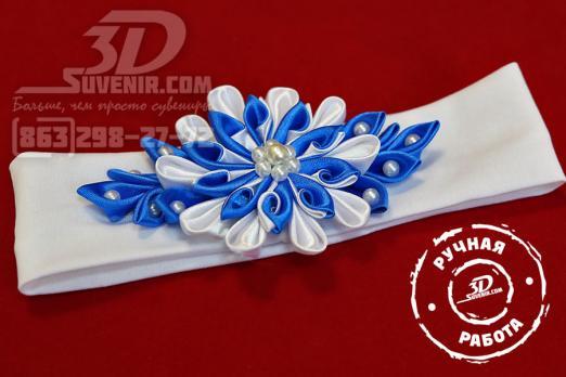 Повязка на голову белая с сине-белым цветком